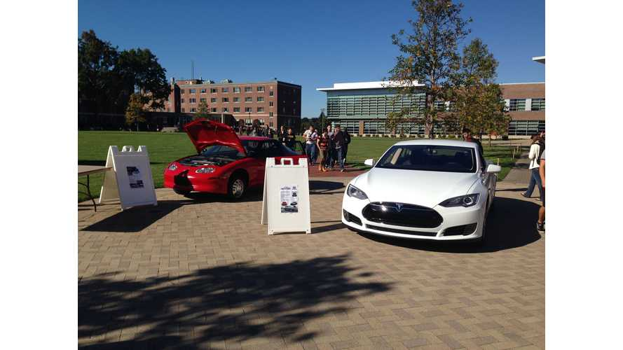 Tesla Model S Meets Face-to-Face With GM EV1