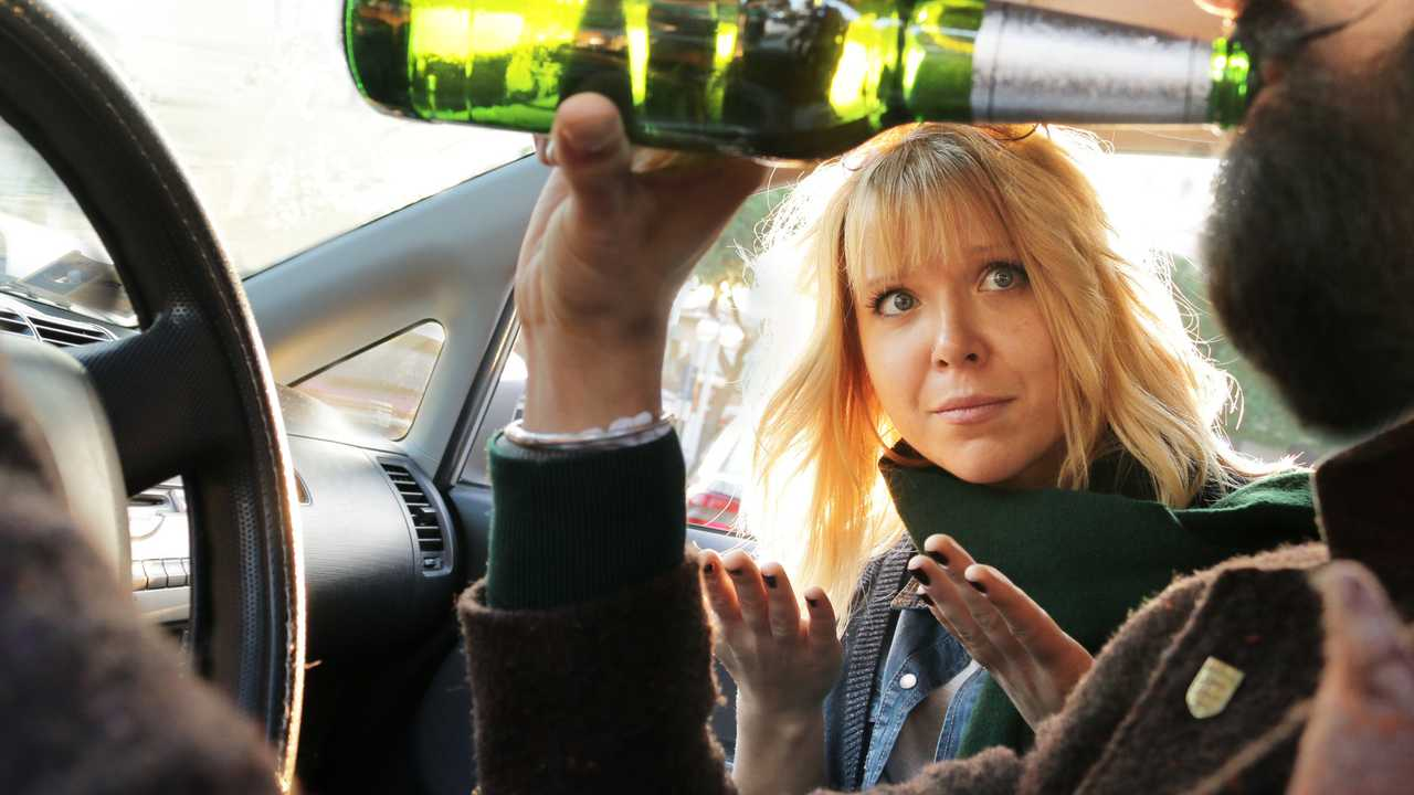 Driver drinks beer and woman passenger protests