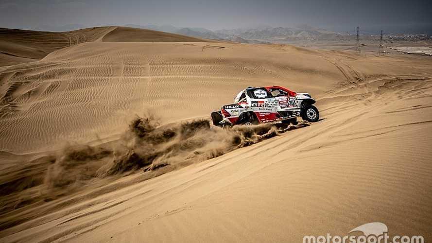 Al Attiyah comienza liderando el Dakar que le gusta por delante de Sainz