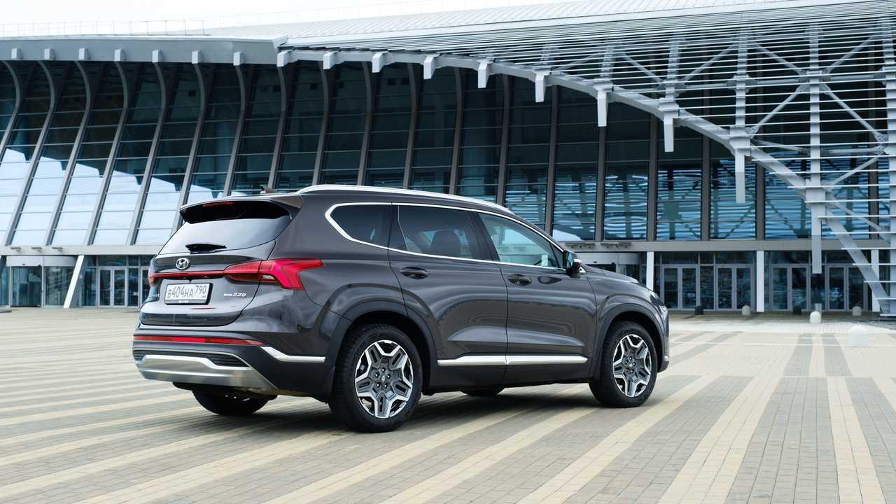 Обновленный Hyundai Santa Fe в городе