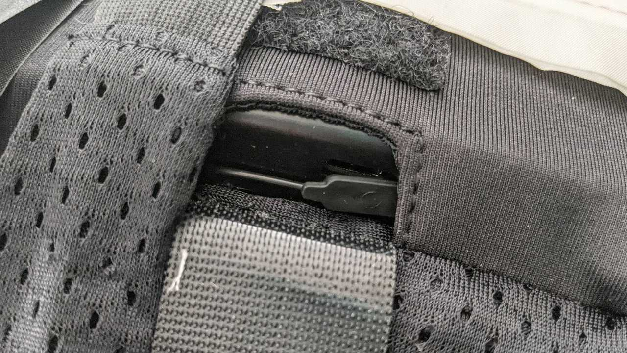 Dainese D-air Smart Jacket, Details, Charger