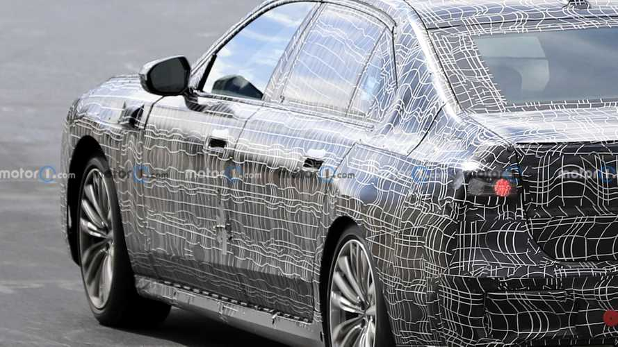 2023 BMW 7 Series spied reminding us of its front-wing cameras
