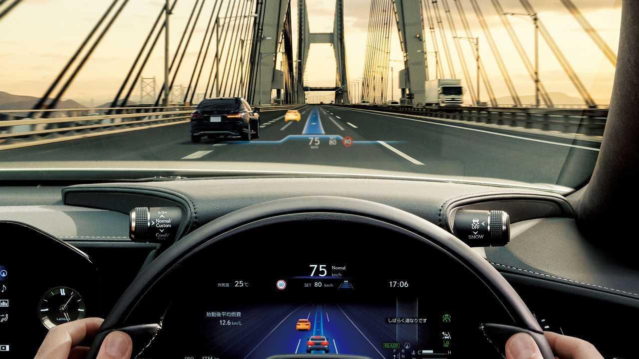 Lexus LS и Toyota Mirai с системой Advanced Drive