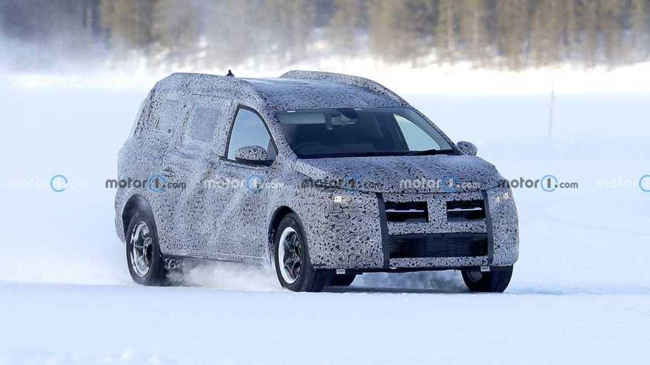 Nuova Dacia Logan, le foto spia sulla neve