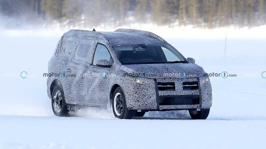 Nuova Dacia Logan, il crossover rumeno continua i test sulla neve