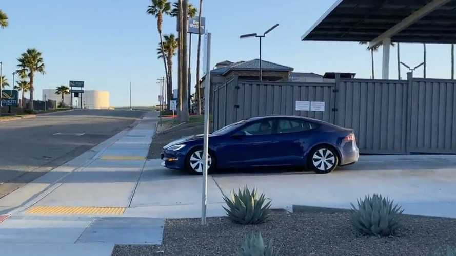 See Refreshed Tesla Model S Drive Away From Supercharger