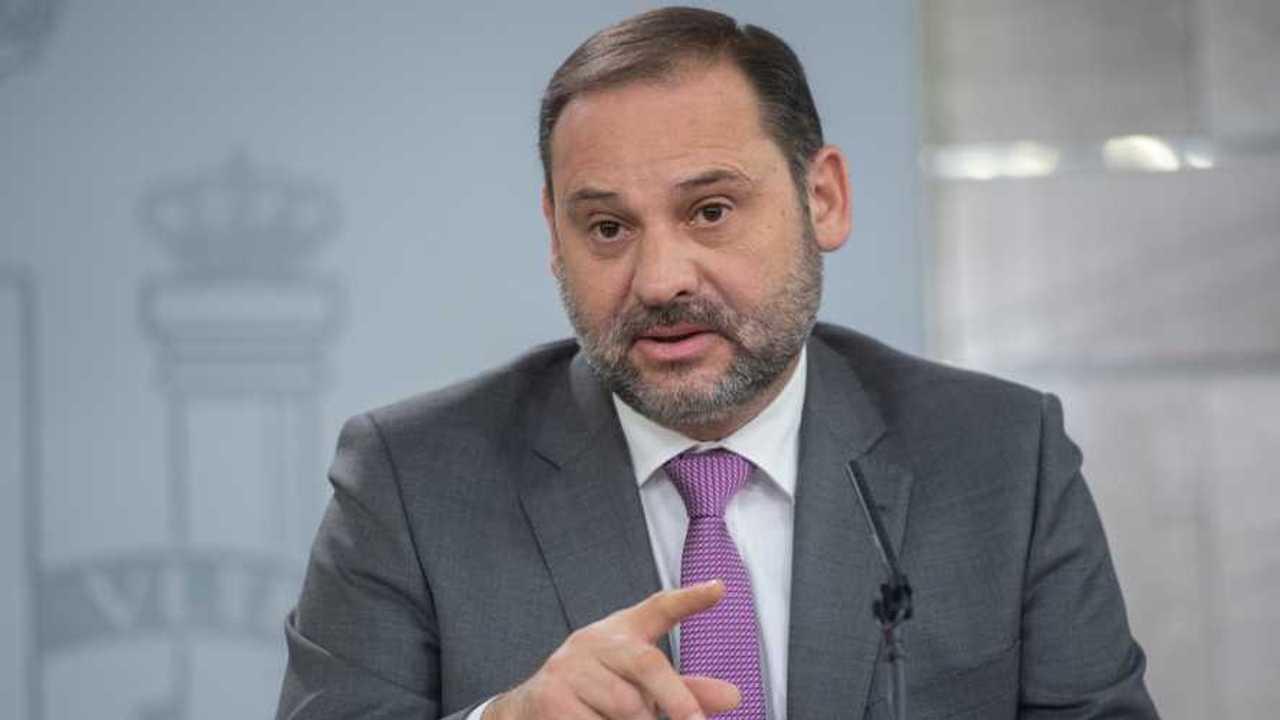El ministro de Fomento, José Luis Ábalos, y el pago por uso de las autopistas