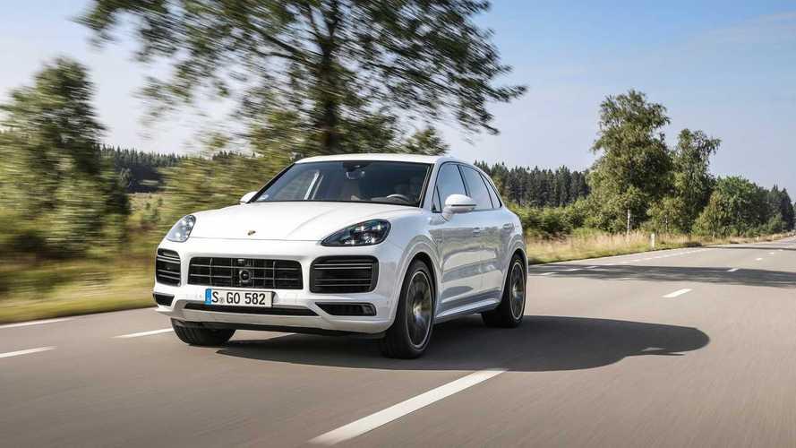 Porsche Cayenne Turbo'nun Alman otobanlarında hızlanışını izleyin