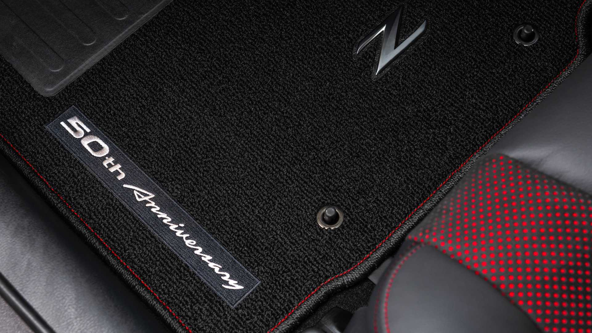 Nissan 370Z 50th Anniversary Edition посвятили гоночному Datsun 240Z