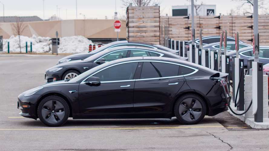 Tesla Model 3: autonomia sale a 560 km, ma in Europa è quasi sold out