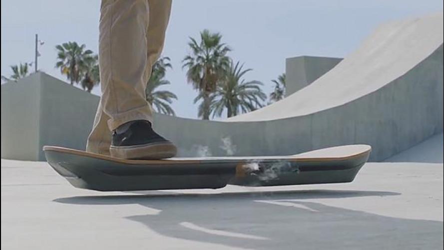 """Lexus """"ritorna al futuro"""" con lo skateboard volante"""