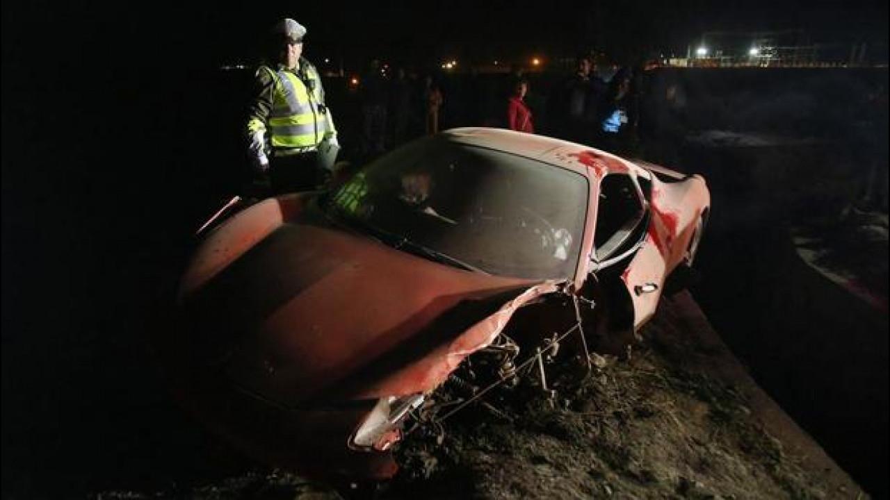 [Copertina] - Arturo Vidal, ecco la sua Ferrari 458 distrutta [FOTO]