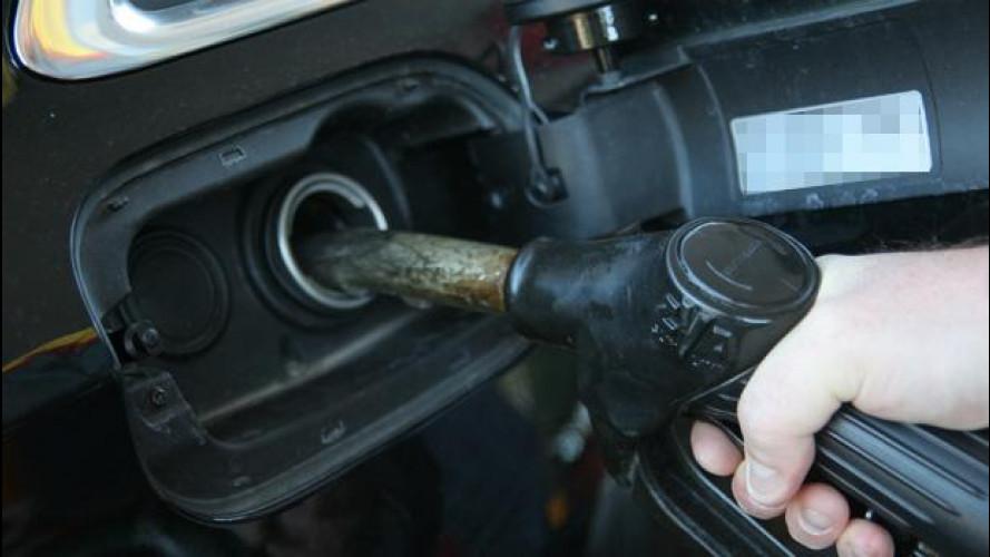 [Copertina] - Prezzi benzina: +720 euro all'anno per le famiglie italiane