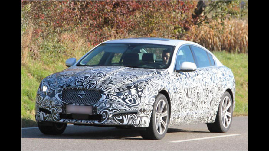 Erwischt: Jaguar hübscht den XF auf