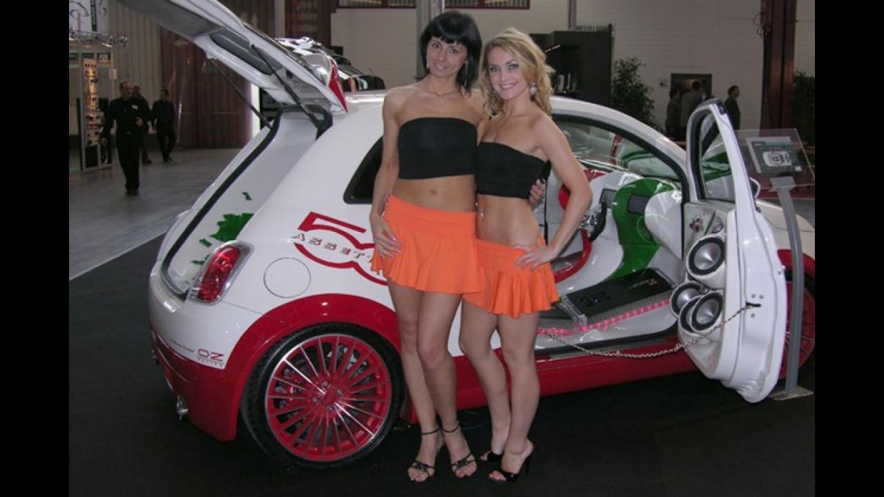 Die Landesfarben, ein Fiat und wenig Kleidung: Ach wie schön ist Italien!