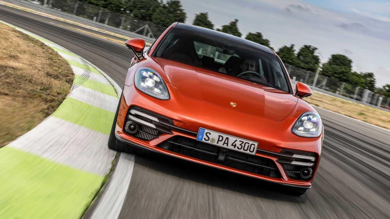 Оранжевый Porsche Panamera Turbo S (2020)