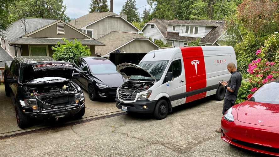 Tesla Mobile Service Tech Fixes Dead Ford F-150 Raptor Pickup Truck