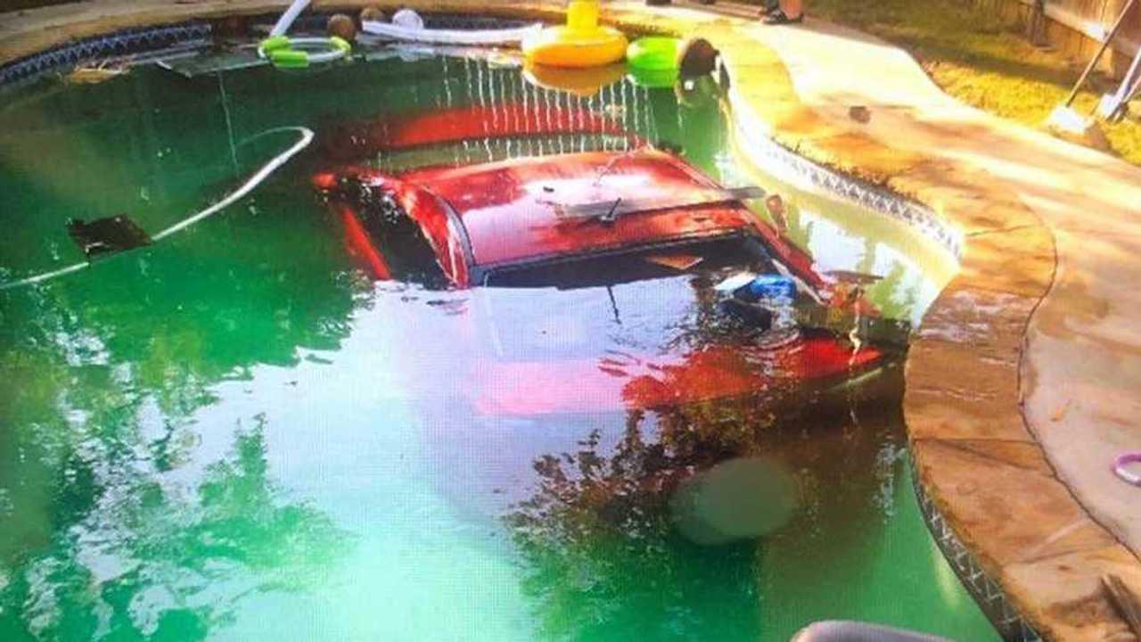 Mitsubishi Lancer az úszómedencében