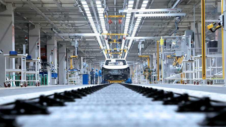 Coronavirus, in Cina si fermano anche le fabbriche di auto