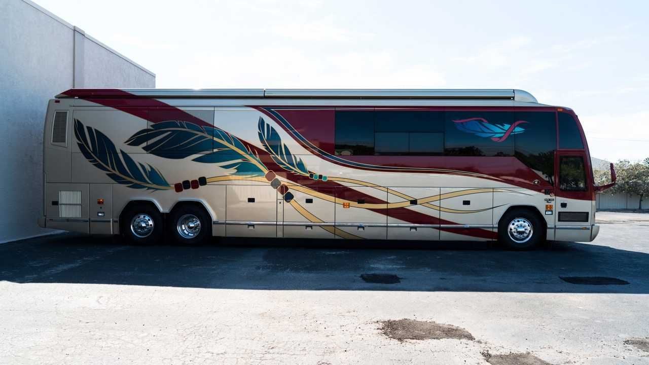 Hit The Road In This Ultra-Luxurious 2006 Prevost Motor Coach