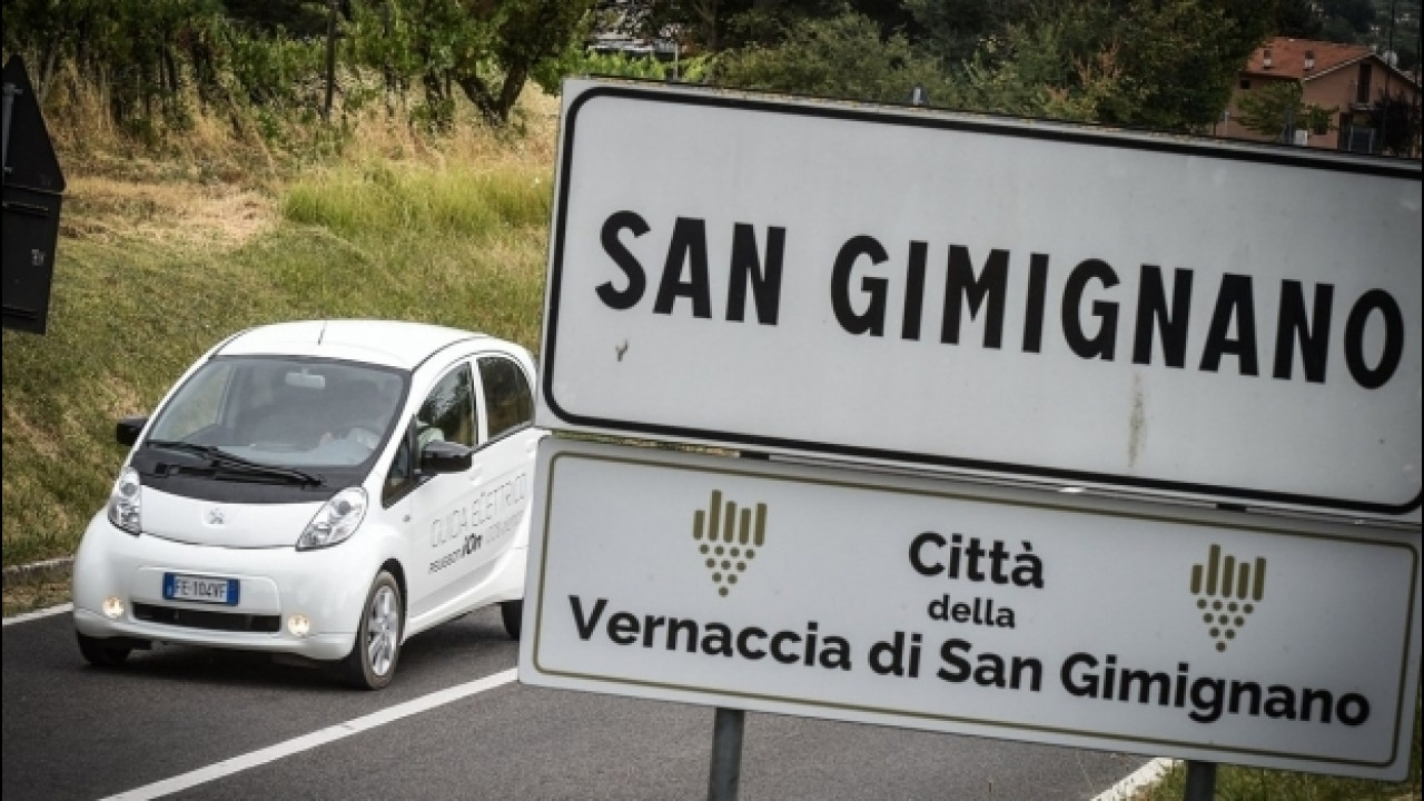 [Copertina] - Peugeot, per le vie di San Gimignano ad impatto zero