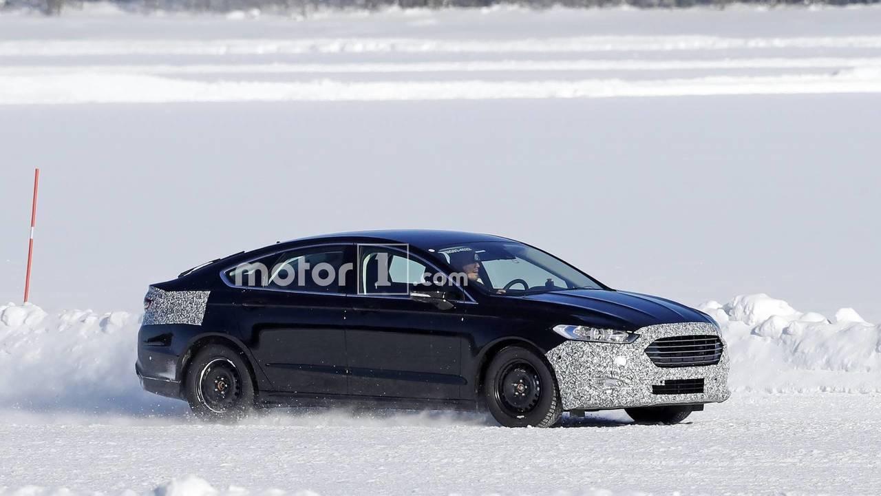 Makyajlı Ford Mondeo Casus Fotoğrafları (2018)