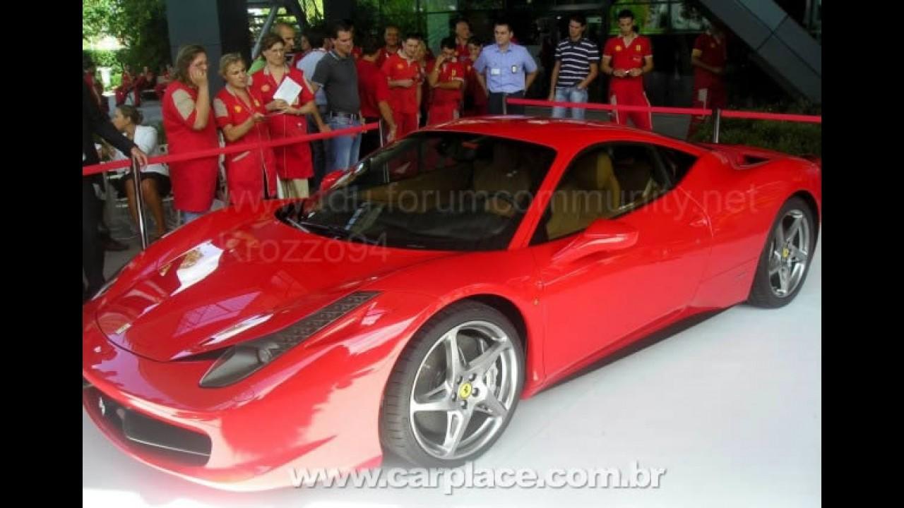 Nova Ferrari 458 Italia - Veja fotos do modelo tiradas ao vivo em apresentação em Maranello