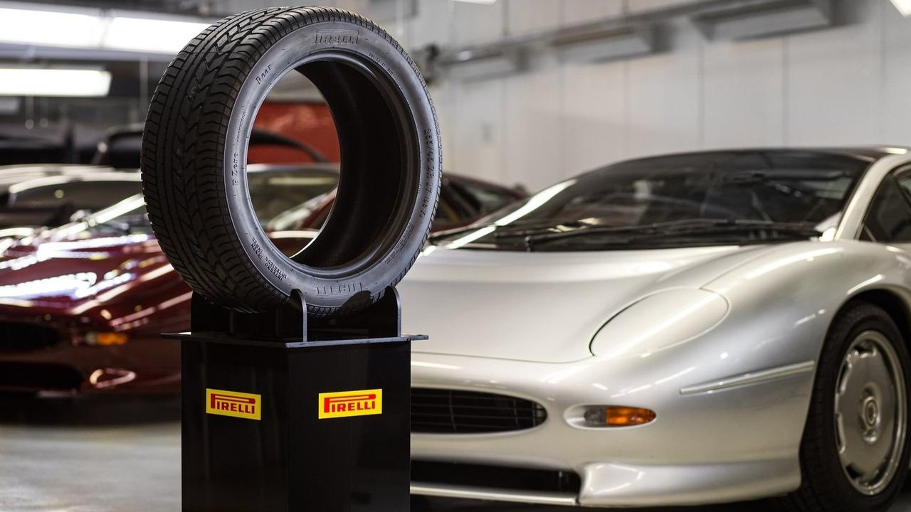 Jaguar XJ220 Pirelli P Zero