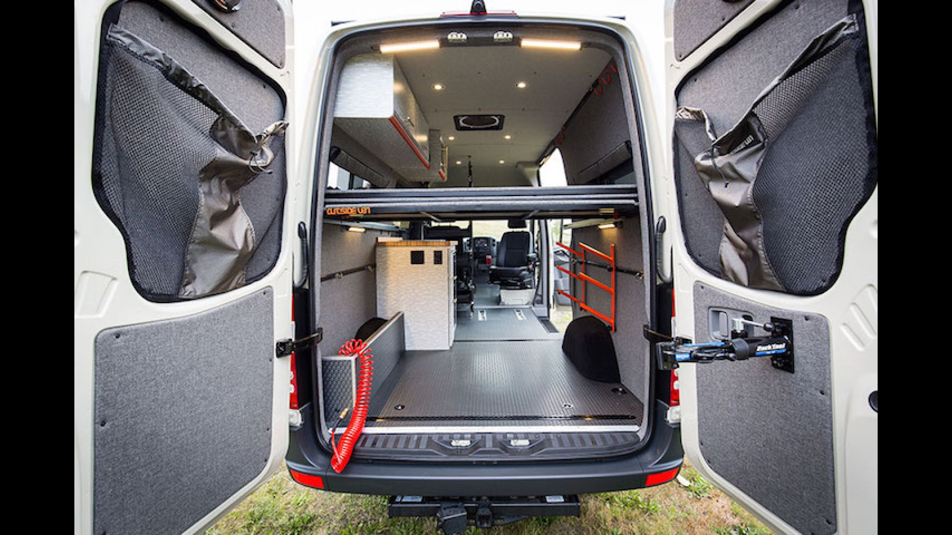 Custom Mercedes Sprinter >> Get Lost With This Insanely Cool Custom Mercedes Sprinter Van