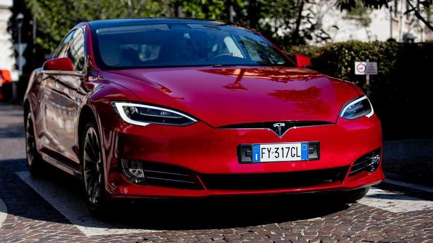Mão inglesa: Tesla pode estar negociando uma fábrica no Reino Unido