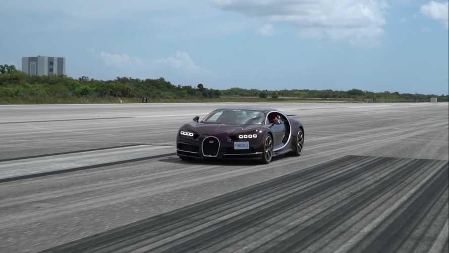 Videó: 1600 méteren gyorsult 366 km/órára egy Bugatti Chiron
