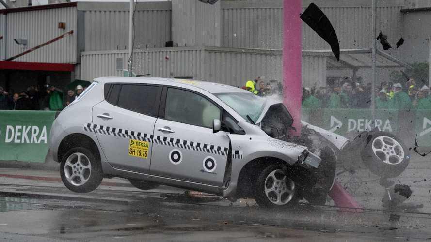 Elektroautos im Dekra-Crashtest: Keine erhöhte Gefahr
