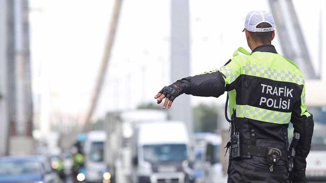 Trafik Cezası Yazan Polis