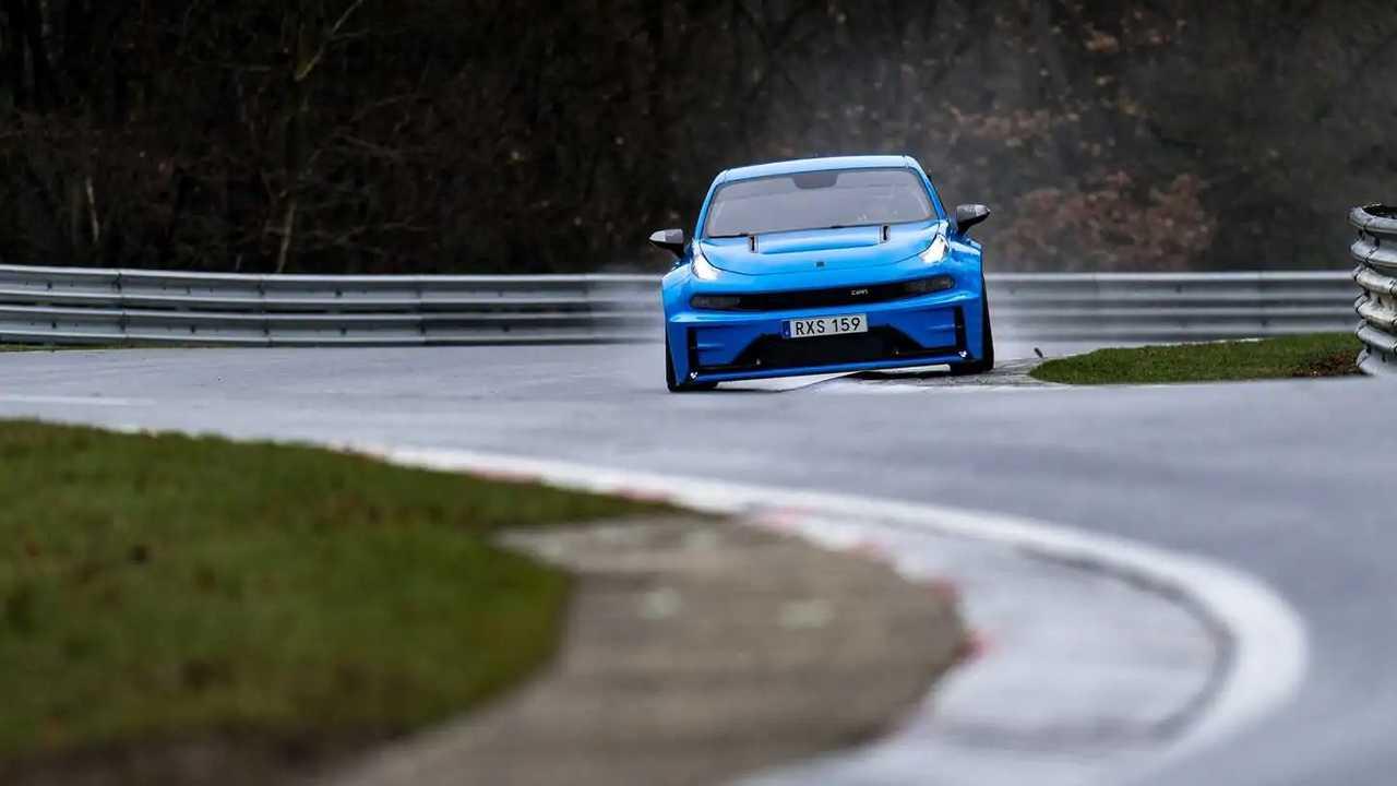 A Lynk & Co 03 Cyan Concept elsőkerék-hajtás és négyajtós Nurburgring rekordokat állít fel