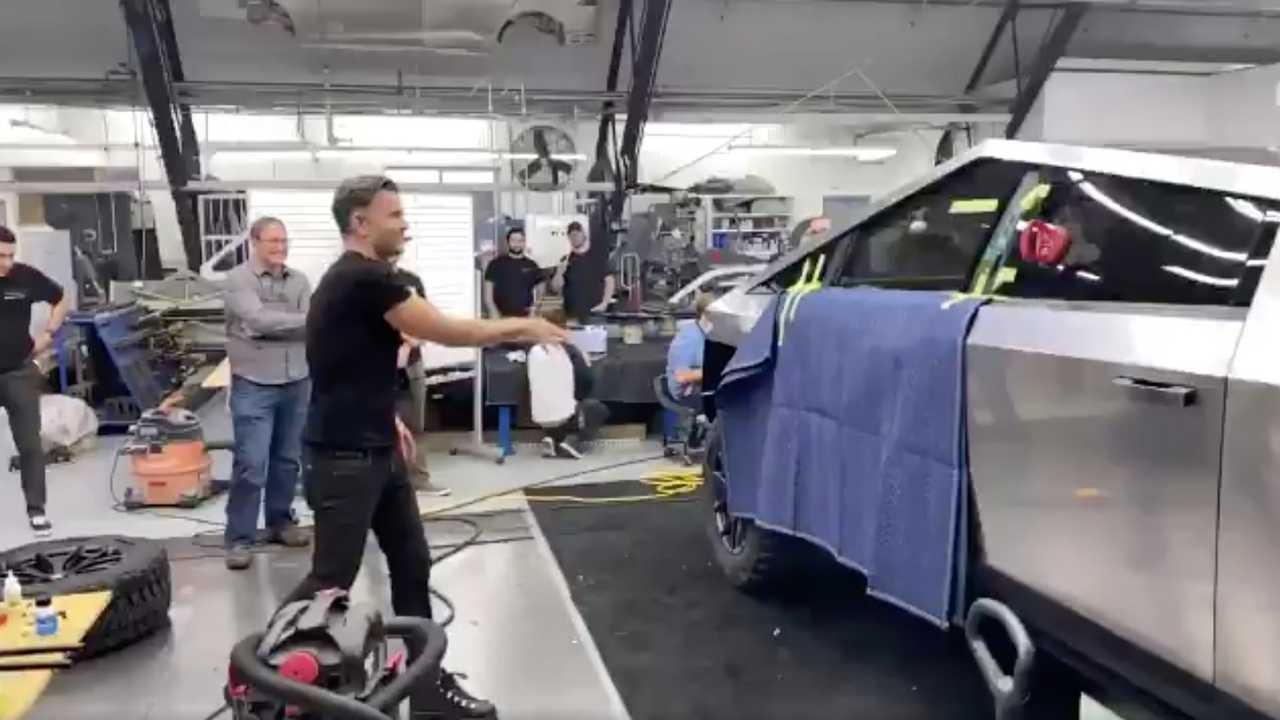 Musk Shares Video Of Windows Not Breaking