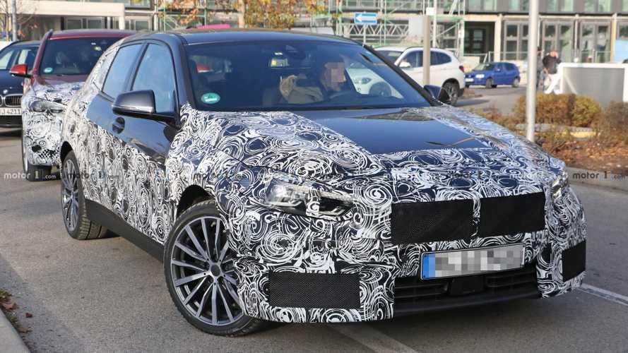 La nouvelle BMW Série 1 aperçue avec moins de camouflage