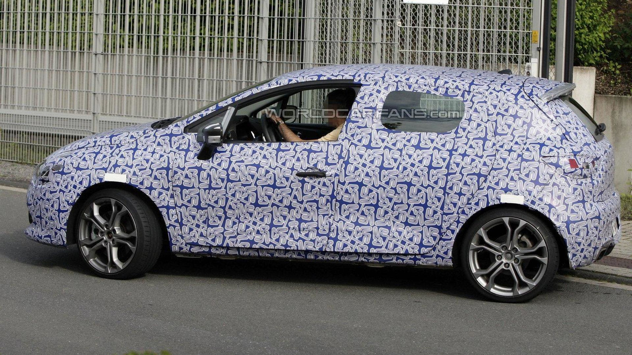 2013 Renault Clio Sport first spy photos 12.06.2012