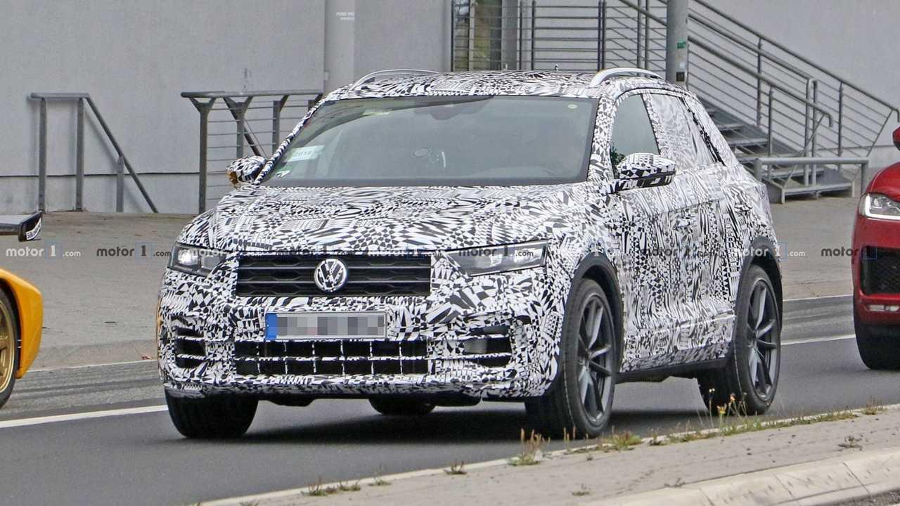 2019 VW T-Roc R spy photo
