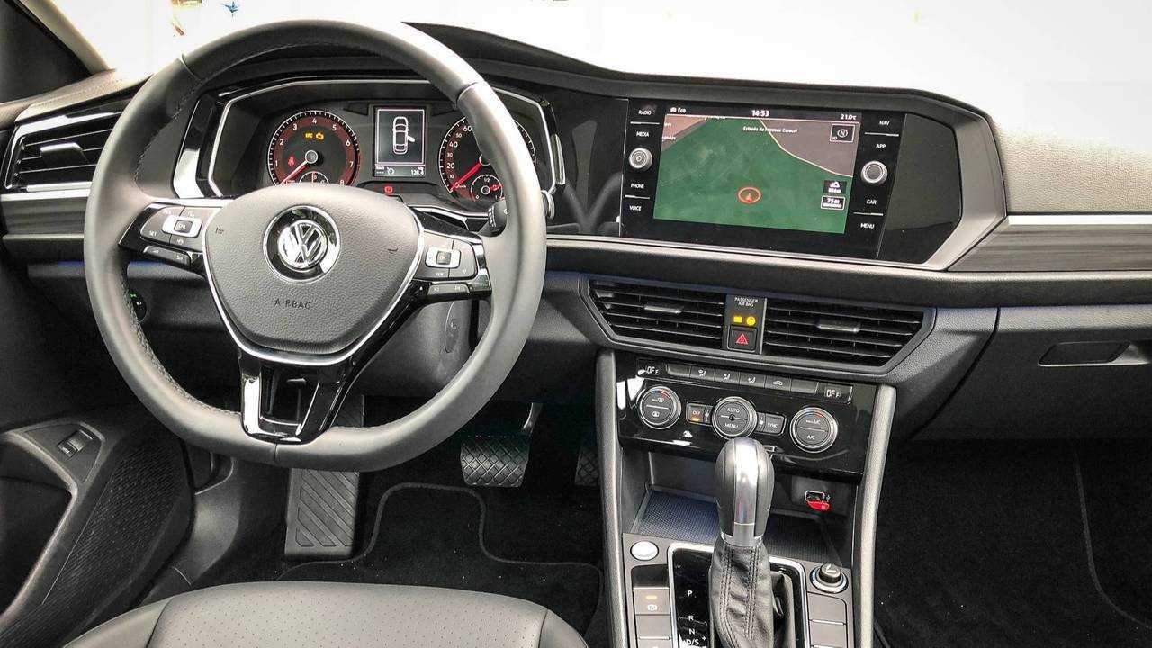 Comparativo: VW Jetta x Honda Civic x Toyota Corolla