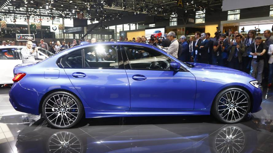 See the new BMW 3 Series in motion with self-aligning wheel caps