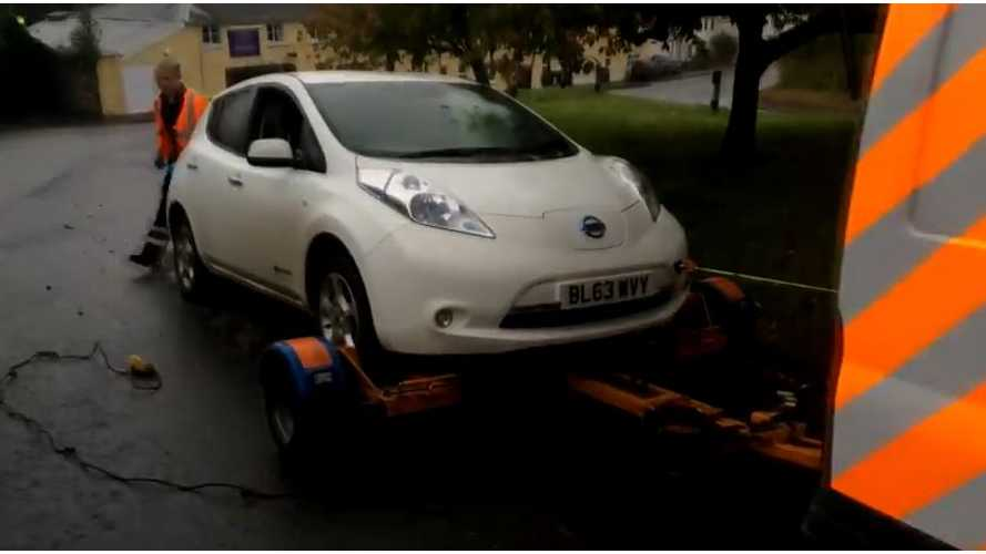 Nissan LEAF Runs Out Of Charge - Breakdown Recovery To The Rescue - Video