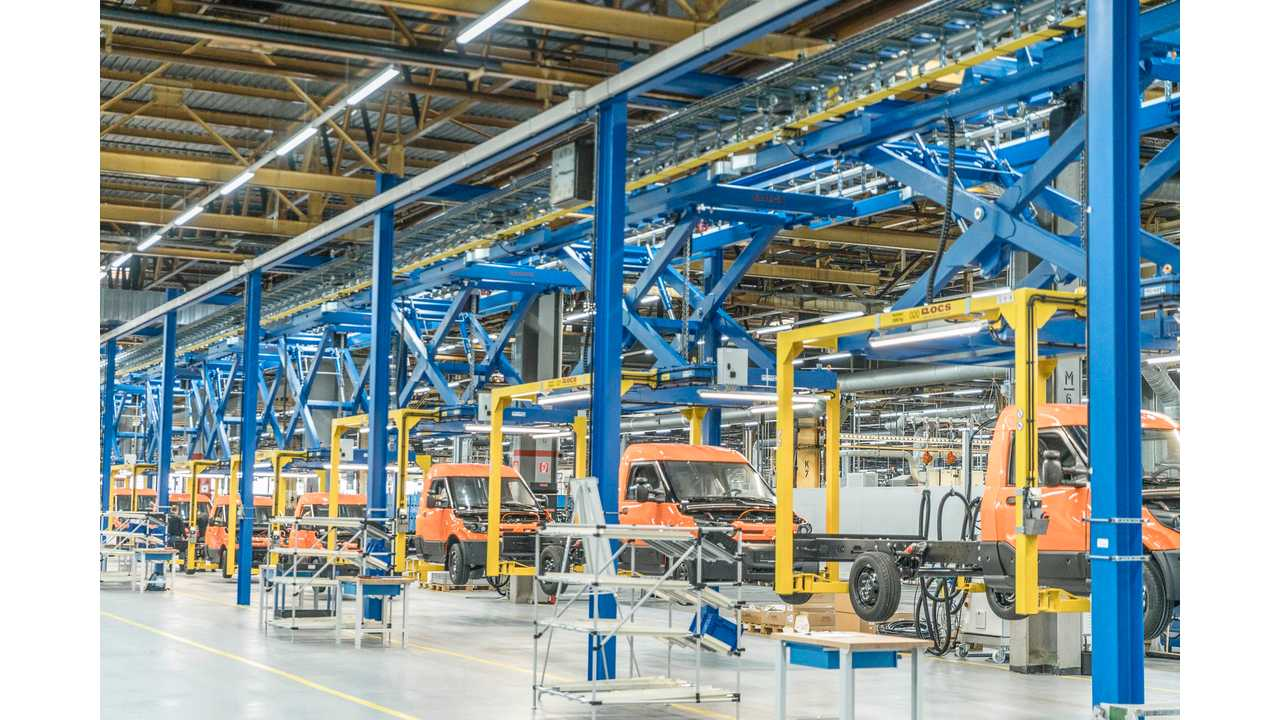 In the Düren factory, the Pure (chassis only), Pickup (flatbed vehicle) and Box (box truck with 4 or 8 m3 loading volume) variants of the StreetScooter WORK and WORK L models will be produced.