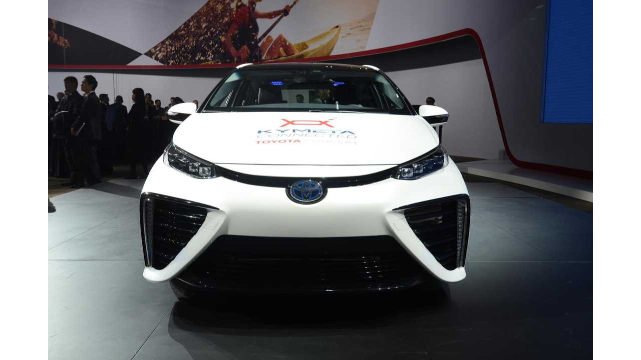 Toyota Mirai-based Research Vehicle with Satellite Communications Function at 2016 NAIAS