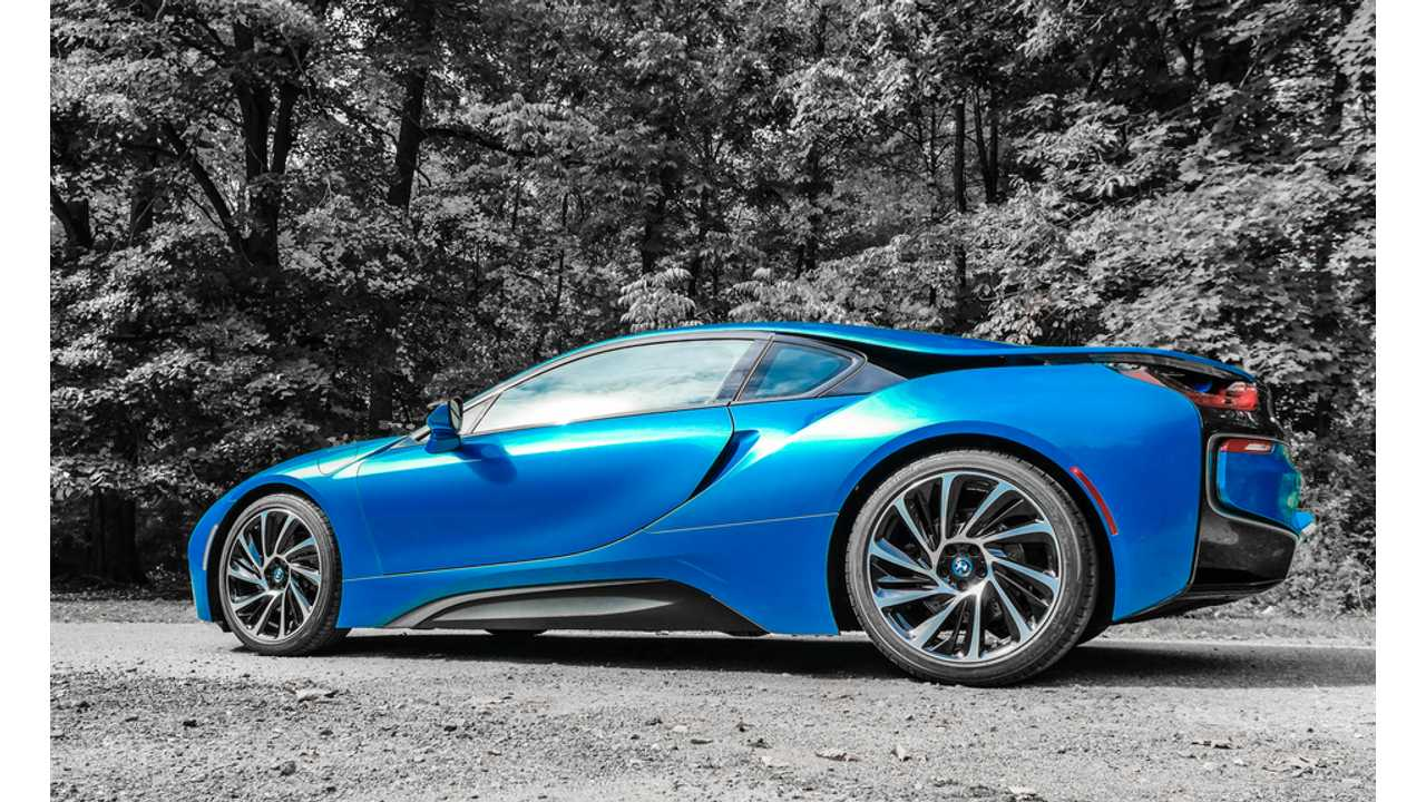 BMW i8 In Protonic Blue Is Stunning