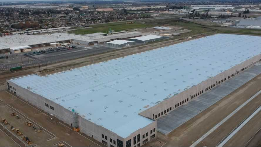 Tesla's Lathrop Facility Now Nearly Complete On Outside: Video