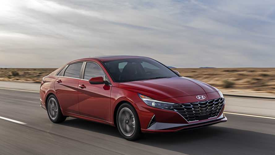 Новая Hyundai Elantra получит в России 2 старых мотора