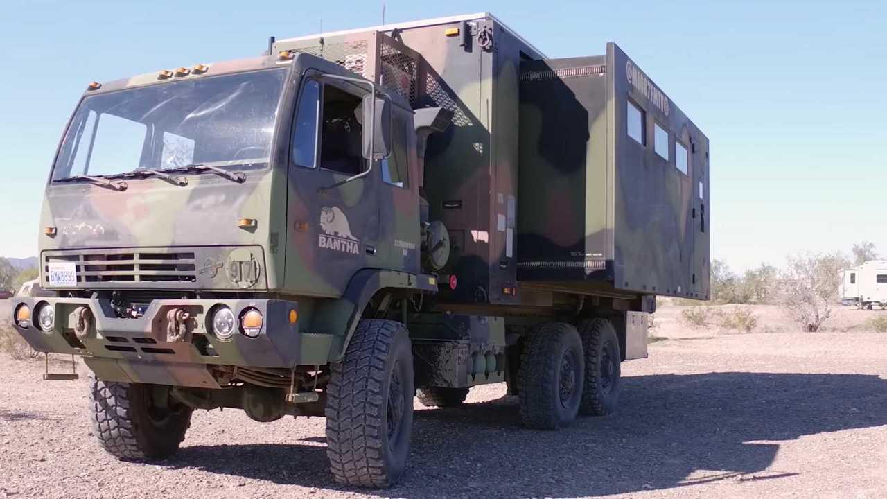 Camión militar M1087 FMTV, convertido en camper