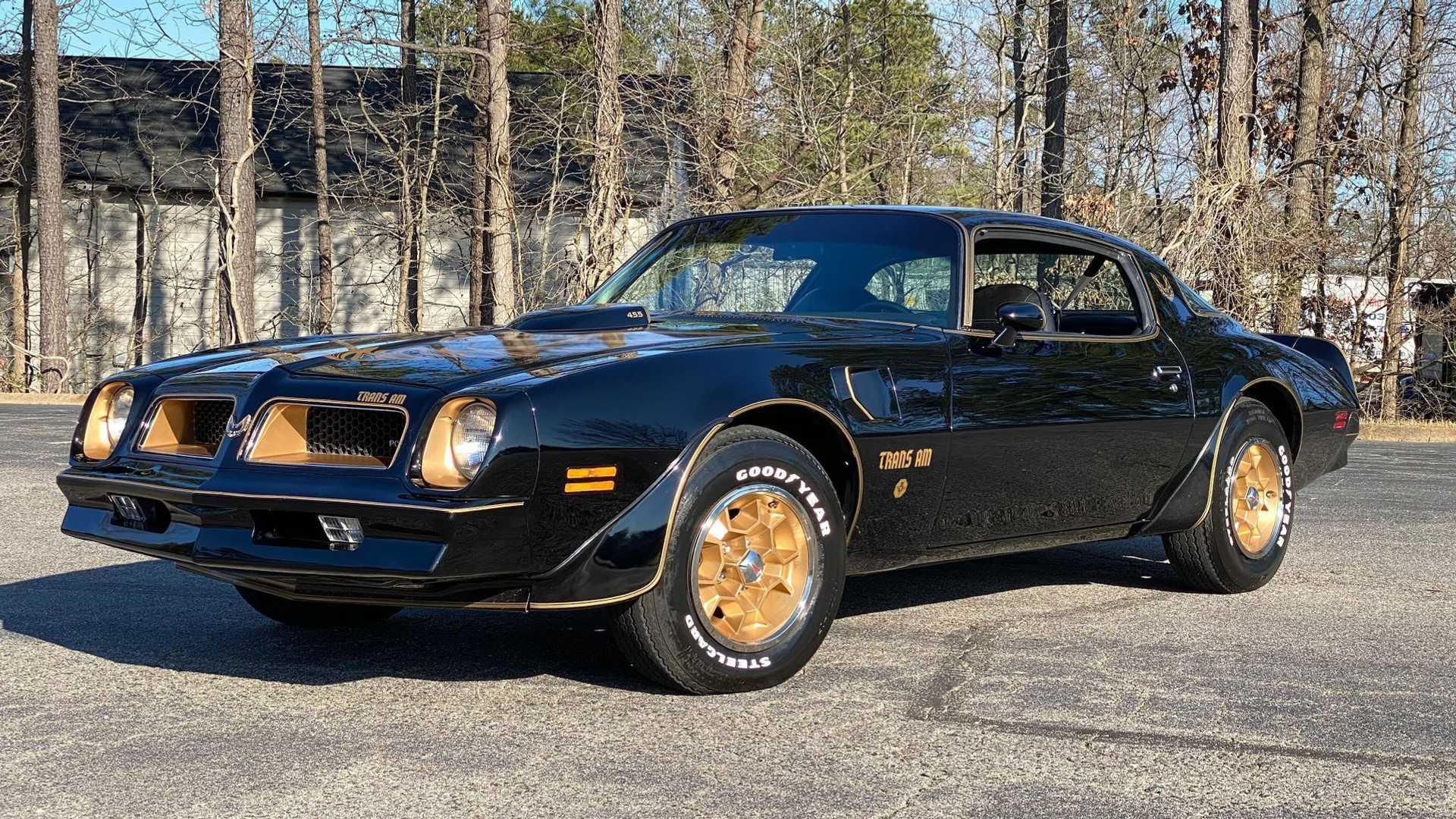 "[""1977 Pontiac Trans Am Y-82 Special Edition""]"