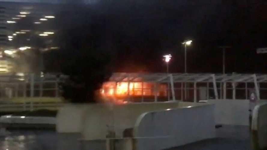 Több száz autó veszhetett oda egy norvég repülőtér parkolóházában bekövetkezett tűzben