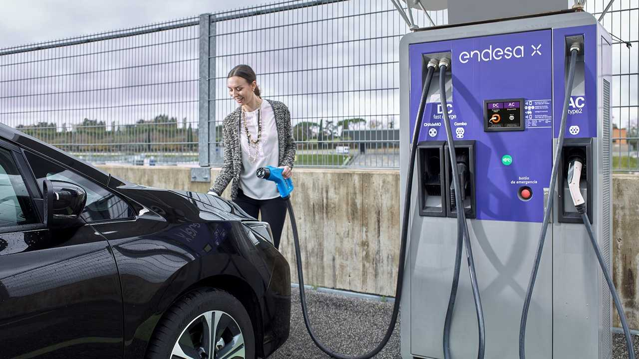 Endesa X fast charging station